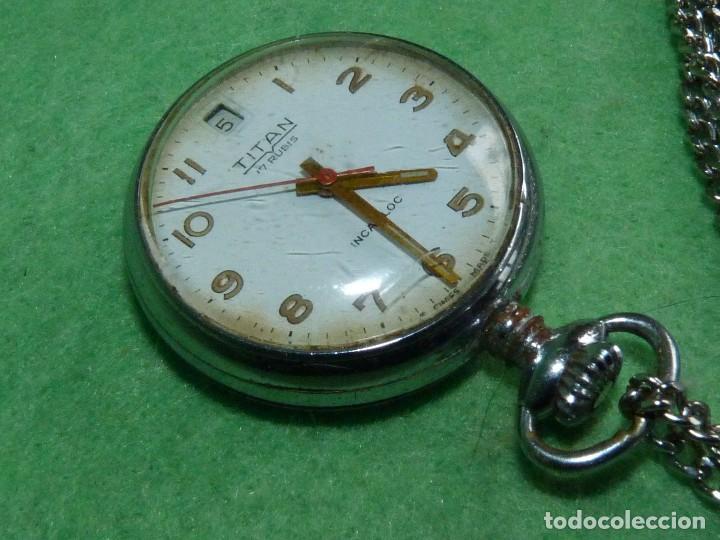 Relojes de bolsillo: Curioso reloj enfermera TITAN calibre FHF 96-4 carga manual 17 rubis fecha y cadena vintage años 60 - Foto 2 - 108273387