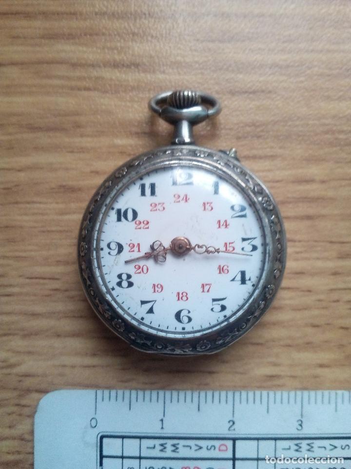 RELOJ DE TIPO MONJA. PLATA MUY LABRADA. EXCELENTE FUNCIONAMIENTO (Relojes - Bolsillo Carga Manual)