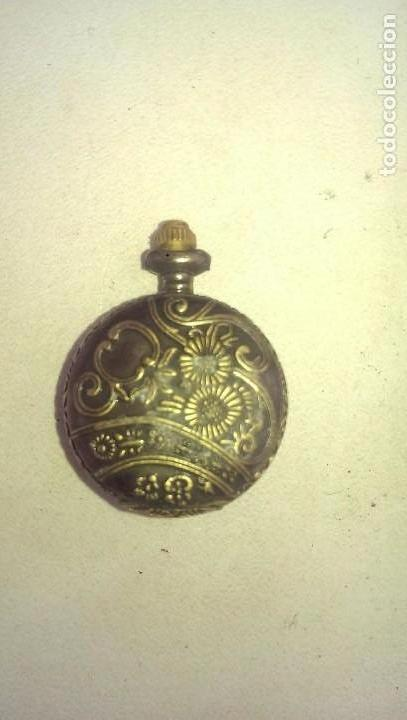 Relojes de bolsillo: reloj se bolsillo clasico con apertura y tapa en metal grabado pieza coleccion - Foto 2 - 112966383