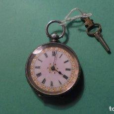 Relojes de bolsillo: ANTIGUO RELOJ DE PLATA , CAJA CINCELADA DE LLAVE , FUNCIONANDO ESFERA DE ESMALTE PERFECTA . Lote 117045399