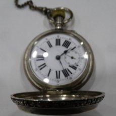 Relojes de bolsillo: RELOJ DE PLATA REPUJADA. REMONTOIR. 3 TAPAS. SEGUNDERO.CADENA DE PLATA. Lote 117353123