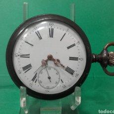 Relojes de bolsillo: RELOJ DE BOLSILLO DE ACERO, FUNCIONANDO, MIDE 5,5CM, LA TAPA DE ATRÁS NO AJUSTA LA BISAGRA. Lote 119222135