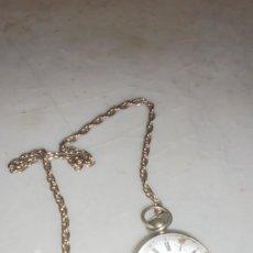 Relojes de bolsillo: ANTIGUO RELOJ SEMI CATALINO DE PLATA CON SU LLAVE , FUNCIONANDO , VER DOS GOLPES EN LA ESFERA ESMALT. Lote 127765615