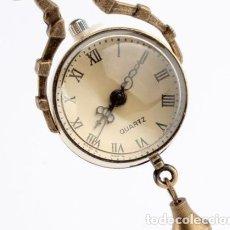 Relojes de bolsillo: RELOJ COLGANTE EN BRONCE ANTIGUO TIPO BOLA. Lote 133855069