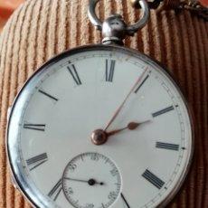 Relojes de bolsillo: RELOJ INGLÉS EN PLATA, DEL RELOJERO JOHN HOLDEN LIVERPOOL NÚMERO 7468, LLEVA LEONTINA SIMPLE Y LLAVE. Lote 145241456