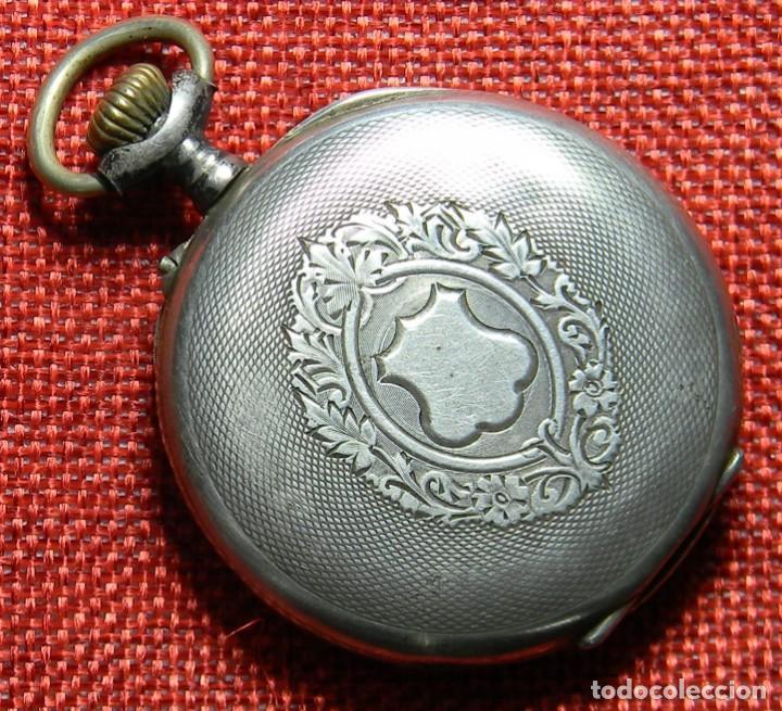 Relojes de bolsillo: Reloj marca Chronos. Tipo Lepine. Caja de plata. Esfera de porcelana. 1910. No funciona. Medalla oro - Foto 2 - 147892478