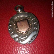 Relojes de bolsillo: ANTIGUO ESCUDO PARA LEONTINA RELOJ BOLSILLO PLATA DE LEY 925 Y ORO 53,00 EUR- CONTRASTES 1919. Lote 149874210