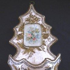 Relojes de bolsillo: SEDA Y PERLAS ANTIGUA .BENDITERA.RELOJERA CORAZON DE JESUS. SIGLO XIX. . BOLSILLO.RELOJ. Lote 126480623