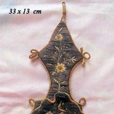 Relojes de bolsillo: RELOJERA ANTIGUA BORDADA PARA RELOJ DE BOLSILLO. Lote 162630854