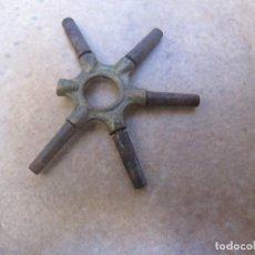 Relojes de bolsillo: ANTIGUA LLAVE CON 5 SALIDAS DE LLAVES PARA RELOJES DE BOLSILLO. Lote 163624226