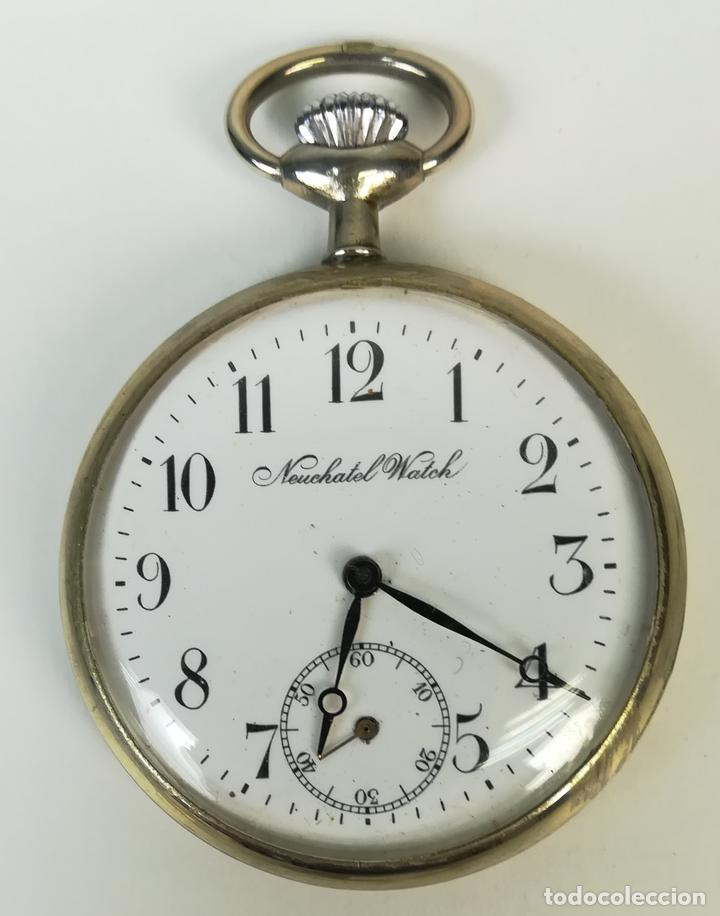 RELOJ DE BOLSILLO. CAJA DE METAL NIQUELADO Y TAPA DECORADA. NEUCHATEL WATCH. SIGLO XX. SUIZA (Relojes - Bolsillo Carga Manual)