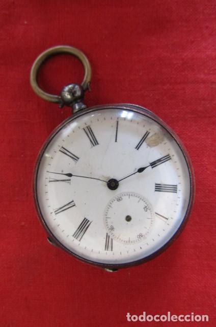 ANTIGUO RELOJ SUIZO DE BOLSILLO A CUERDA MANUAL EN PLATA FALTA LLAVE AÑO 1850 1890 Y NO FUNCIONA (Relojes - Bolsillo Carga Manual)