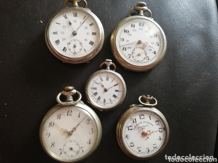 LOTE DE 5 RELOJES DE BOLSILLOS.. CREO Q HAY TRES DE PLATA Y MUY ANTIGUO...NESECITAN REPARACIÓN.. (Relojes - Bolsillo Carga Manual)