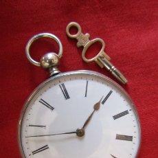 Relojes de bolsillo: ANTIGUO RELOJ SUIZO DE BOLSILLO MECÁNICO DE CUERDA MANUAL CON SU LLAVE AÑO 1850 / 1890 Y FUNCIONA. Lote 173659155