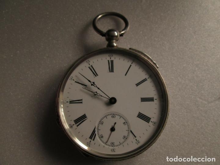 Relojes de bolsillo: PRECIOSO RELOJ DE BOLSILLO CON MAQUINARIA CINCELADA COMPLETO DE PLATA LABRADA, DATA 1870, FUNCIONA - Foto 2 - 174142914