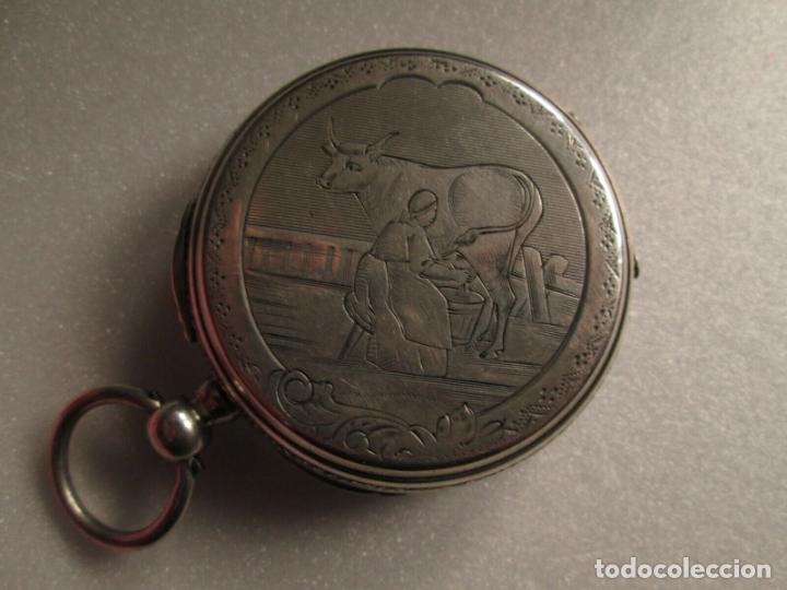 Relojes de bolsillo: PRECIOSO RELOJ DE BOLSILLO CON MAQUINARIA CINCELADA COMPLETO DE PLATA LABRADA, DATA 1870, FUNCIONA - Foto 3 - 174142914