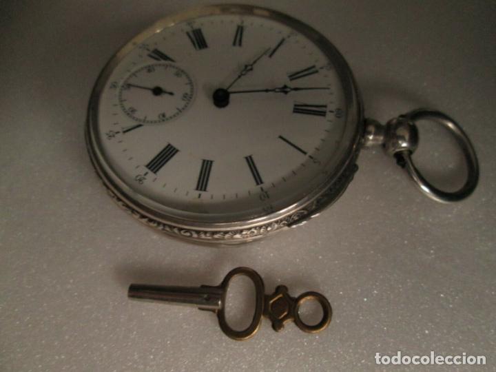 Relojes de bolsillo: PRECIOSO RELOJ DE BOLSILLO CON MAQUINARIA CINCELADA COMPLETO DE PLATA LABRADA, DATA 1870, FUNCIONA - Foto 4 - 174142914