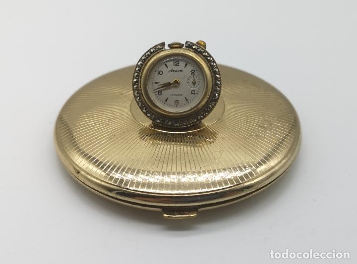 POLVERA ANTIGUA ART DECÓ CON RELOJ DE CUERDA ANCRE 15 RUBIES CON ACABADO EN ORO DE 18K Y MARQUESITAS (Relojes - Bolsillo Carga Manual)