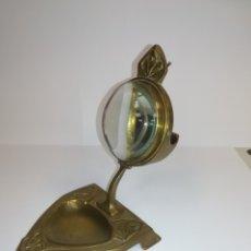 Relojes de bolsillo: RARA RELOJERA BRONCE CON LUPA PARA RELOJ DE BOLSILLO ANTIGUO. Lote 177529399