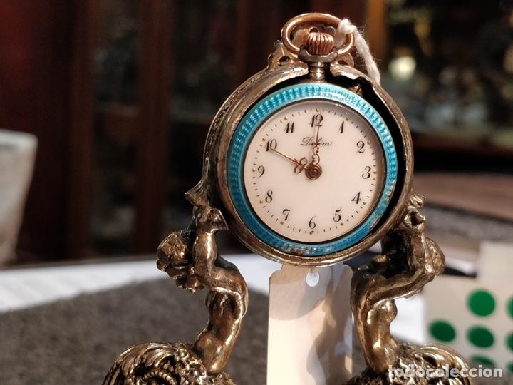 Relojes de bolsillo: ANTIGUA PEANA RELOJERA DE PLATA CON RELOJ DE BOLSILLO EN PLATA ESMALTADO - Foto 2 - 57298909