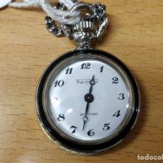 Relojes de bolsillo: PEQUEÑO RELOJ DE BOLSILLO ESMALTE TRASERO MARCA THERMIDOR CON CADENA PARA COLGAR 2,5 CM. MAS CORONA. Lote 48949534