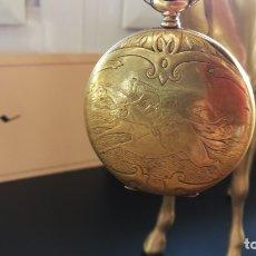 Relojes de bolsillo: BOTITO CONJUNTO HÍPICO FORMADO POR RELOJ DE BOLSILLO Y CABALLO DE CARRERAS DE METAL BRONCE. Lote 182130243