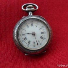 Relojes de bolsillo: ANTIGUO RELOJ DE BOLSILLO TIPO MONJA CAJA DE PLATA , FUNCIONANDO.. Lote 184196215