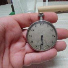 Relojes de bolsillo: RELOJ DE BOLSILLO DE PLATA CON DECORACION EN LA PARTE TRASERA MARCA ELEGANCIA FUNCIONA MIREN FOTOS. Lote 184894642