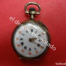 Relojes de bolsillo: ANTIGUO RELOJ DE BOLSILLO. NECESITA AJUSTE PARA FUNCIONAR. BONITO GRABADO EN TAPA. DIÁMETRO: 30 MM. Lote 188416300