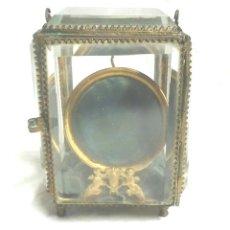 Relojes de bolsillo: EXPOSITOR MESITA RELOJ BOLSILLO ÉPOCA ISABELINA S XIX. BRONCE CRISTAL BISELADO.. Lote 188445177