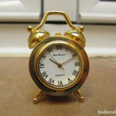 Relojes de bolsillo: RELOJ DE COLECCIÓN EN MINIATURA DE SOBREMESA CON DISEÑO ANTIGUO. Lote 192756380