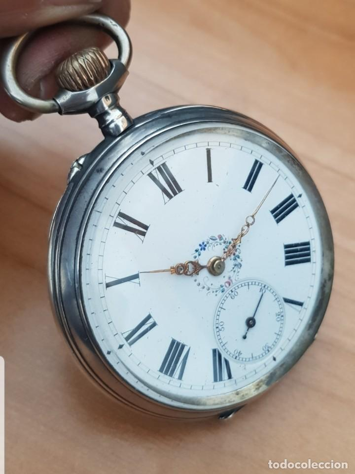 RELOJ DE BOLSILLO CASI ESTRENAR GOLIAT DE 6CM DE PLATA LABRADA CONTRASTADA DETALLES ATRÁS FUNCIONA (Relojes - Bolsillo Carga Manual)