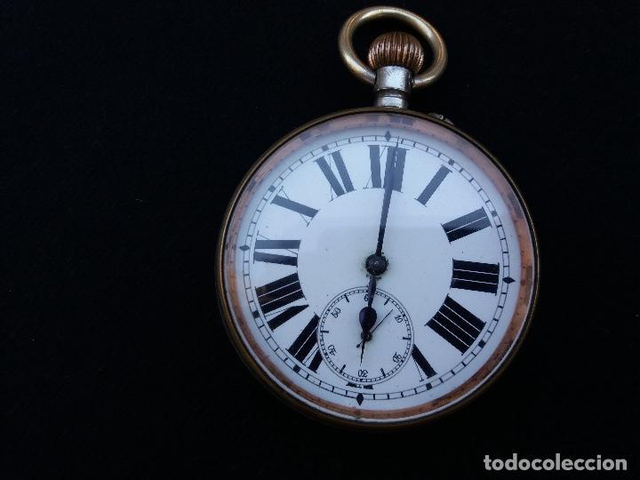 Relojes de bolsillo: RELOJ DE BOLSILLO DE GRAN TAMAÑO, FUNCIONA, LA MAQUINARIA ESTÁ PROTEGIDA POR UNA ESFERA TRANSPARENTE - Foto 2 - 194218040