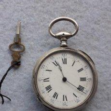Relojes de bolsillo: RELOJ DE BOLSILLO ANTIGUO CON CAJA DE PLATA LABRADA. CON LLAVE.. Lote 194719041