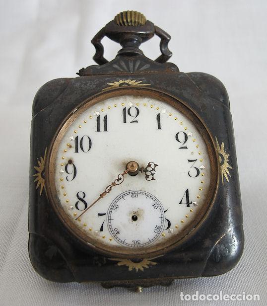 RELOJ DE BOLSILLO ANTIGUO RARO CUADRADO ACERO DAMASQUINADO (Relojes - Bolsillo Carga Manual)