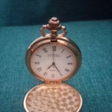 Relojes de bolsillo: PEQUEÑO RELOJ DE BOLSILLO DORADO Y AZUL 4CM DIÁMETRO. Lote 222415012