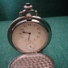 Relojes de bolsillo: HERMOSO RELOJ CON 2 ESFERAS Y 2 CUERDAS. PLATEADO CON ADORNOS EN COLOR DORADO. 5.4CM DIÁMETRO. Lote 211494771