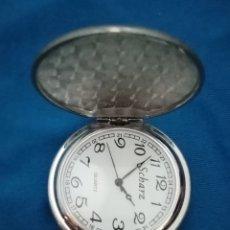 Relojes de bolsillo: ESTUPENDO RELOJ DE BOLSILLO PLATEADO DECORADO CON UN PEQUEÑO ESCUDO Y FILIGRANAS 4CM DIÁMETRO. Lote 213883305