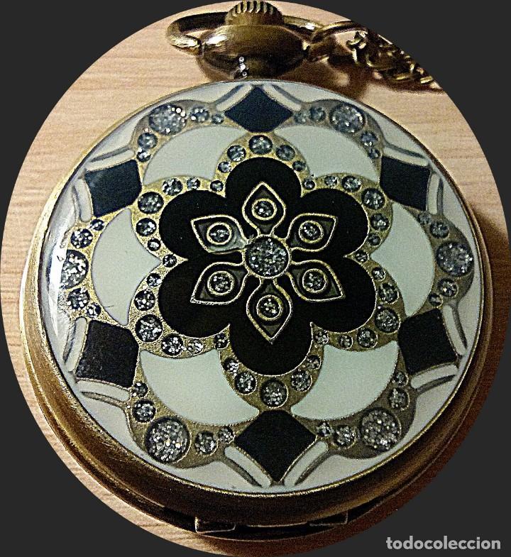 RELOJ FLOR DE MOSAICO BLANCO Y NEGRO. (Relojes - Bolsillo Carga Manual)