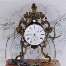 Relógios de bolso: RELOJ DE BOLSILLO DE PLATA-3 TAPAS-CIRCA 1875-1900-CON SOPORTE EXPOSITOR Y LEONTINA-FUNCIONANDO. Lote 228040385