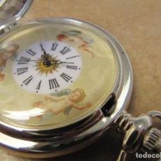 Relojes de bolsillo: RELOJ DE BOLSILLO DE CUERDA CON SU ESFERA PINTADA CON TRES ANGELITOS. Lote 235257655