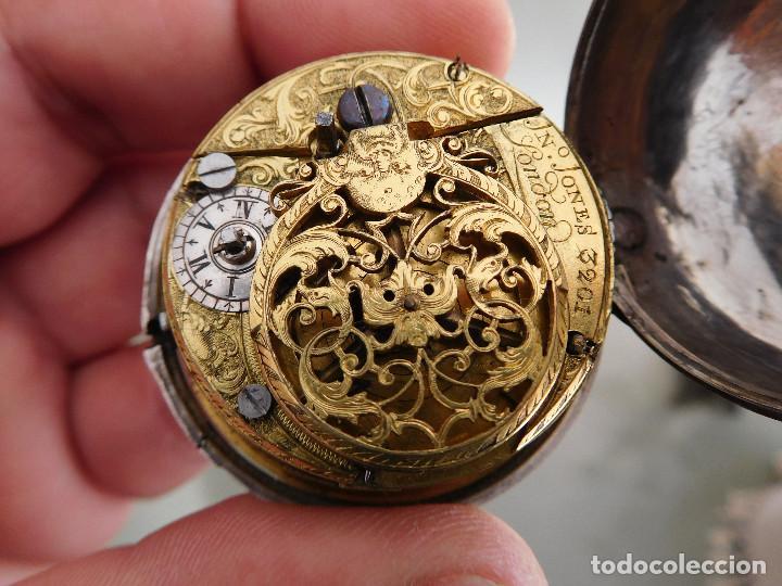 RELOJ DE BOLSILLO CATALINO INGLES JONES JOHN CON CHICHONERA REPUJADA PLATA AÑO 1780 APROX. (Relojes - Bolsillo Carga Manual)