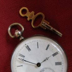Relojes de bolsillo: ANTIGUO RELOJ SUIZO DE BOLSILLO MECÁNICO DE CUERDA MANUAL CON SU LLAVE AÑO 1850 / 1890 Y FUNCIONA. Lote 268127234