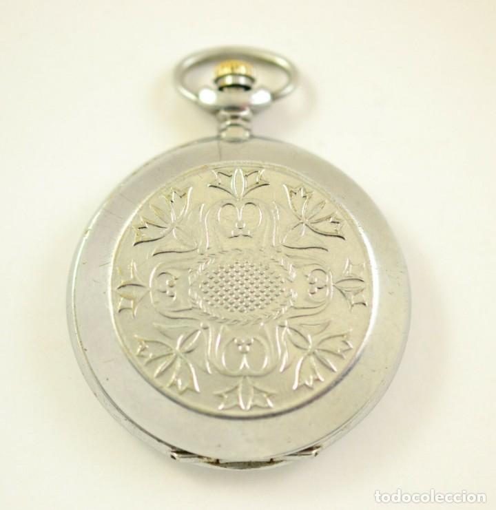 Relojes de bolsillo: ANTIGUO RELOJ DE BOLSILLO RUSO DE LA MARCA MOLNIJA CON TAPA EN RELIEVE AÑOS 60 18 RUBIES - Foto 2 - 283380693