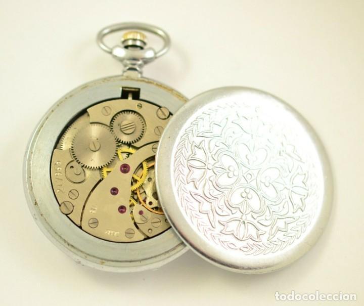 Relojes de bolsillo: ANTIGUO RELOJ DE BOLSILLO RUSO DE LA MARCA MOLNIJA CON TAPA EN RELIEVE AÑOS 60 18 RUBIES - Foto 4 - 283380693