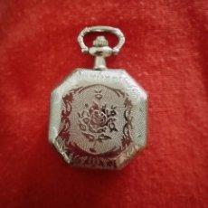 Relojes de bolsillo: PRECIOSO RELOJ DE BOLSILLO OCTOGONAL PLATEADO CON TAPA DECORADO CON FLORES Y FILIGRANAS 3, 3CM. Lote 284743683