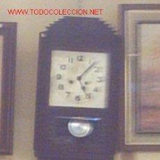 Relojes de pared: RELOJ DE PARED EN CAJA ORIGINAL TRABAJADA (1900-1920). Lote 8219840