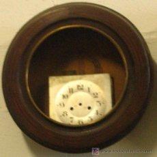 Relojes de pared: CARCASA DE RELOJ DE PARED REDONDO, Y ALGUNA PIEZA. Lote 23507734
