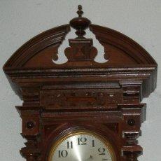 Relojes de pared: RARO ORIGINAL ANTIGUO RELOJ PARED - CALENDIARIO - DIA MES - DIA SEMANA Y MES. - 143X39X21 CMS.. Lote 24648537