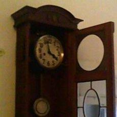 Relojes de pared: RELOJ DE PARED CON PÉNDULO. Lote 15571707